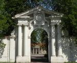 czerniejewo palace front gate